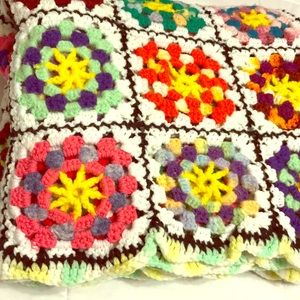 PERFECT! ☀️ Crocheted Throw Blanket Multicolored